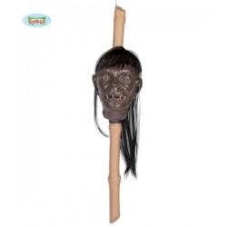 Cabeza clavada o empalada en bambu